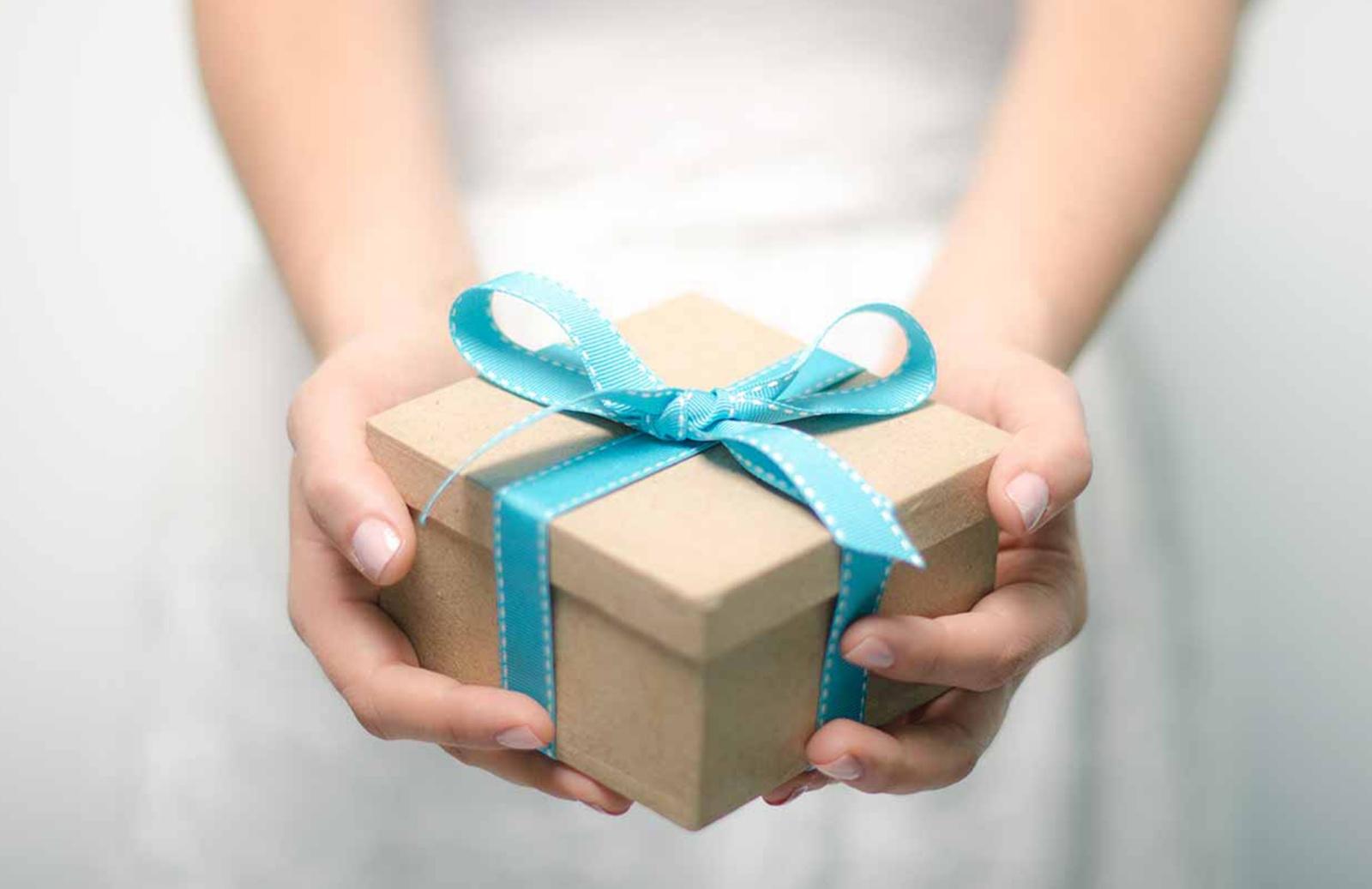 Приметы с подарками и как от них защититься